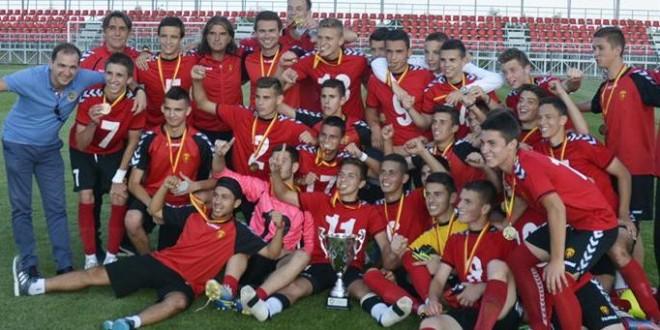 Трофејот од купот е црвено-црн, кадетите не дозволија изненадување и најавија двојна круна