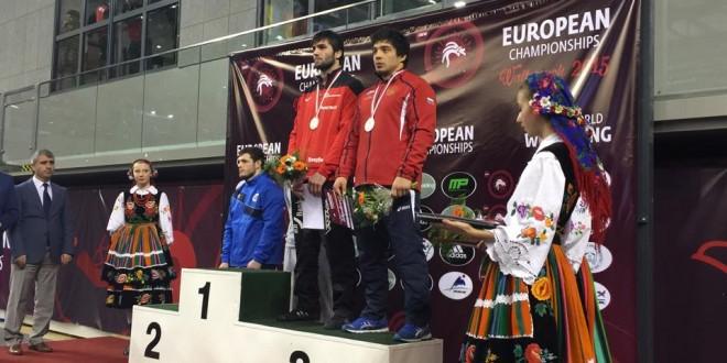 """БОРЕЊЕ! (ВИДЕА) Од освојувањето на """"бронзата"""" на Халил Зубаиров на Европското првенство У-23"""