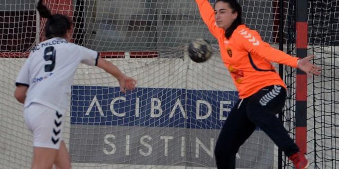 Јована Мицевска:  Би сакала во иднина да застанам меѓу стативите на голот на Вардар во лигата на шампионите