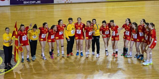 Седум ракометарки на Вардар, дел од младинската репрезентација, на ЕП во Словенија