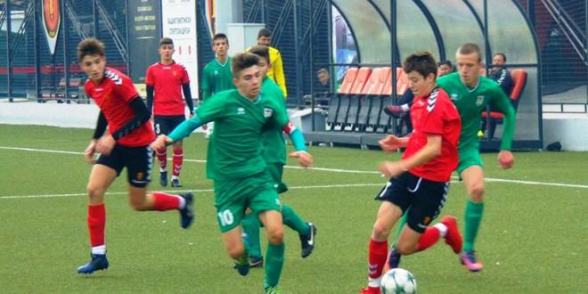 Седум голови во мрежата на Пирин, од пом.пионери на ФК Вардар, на пријателски натпревар одигран на Академијата