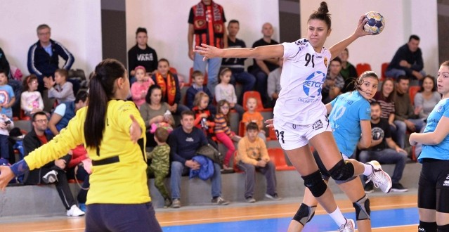 Сара Ристовска е најдобар стрелец во есенскиот дел на женската лига, во ТОП-10 место има уште за три ракометарки на Вардар