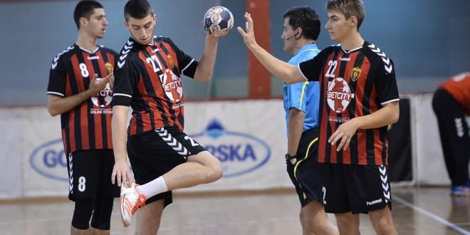 Осум ракометари на Вардар повикани за младинската репрезентација, на контролните натпревари со Бугарија