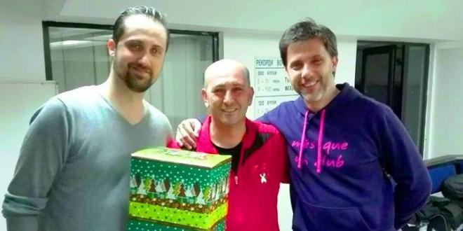 (ФОТО) И покрај новогодинешните празници кугларите на Вардар се активни