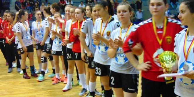 (ФОТО) Младинските екипи на ЖРК Вардар по одиграниот Ф4 ги добија сребрените и бронзените медали