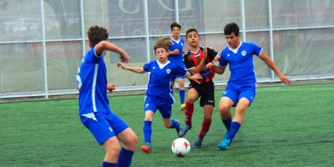 (Фотогалерија) ФК Вардар (1) генер.2005 го совлада Шкупи во дуел од детската лига