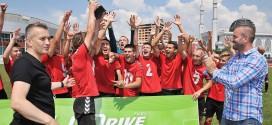 (ФОТО) Пионерите на ФК Вардар го победија Будуќност и го освоија силниот меѓународен турнир во Сараево