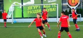"""(Фотогалерија) Вардаровата генер. """"2004"""" со новиот тренер, Петар Георгиевски напорно се подготвува за новата сезона"""