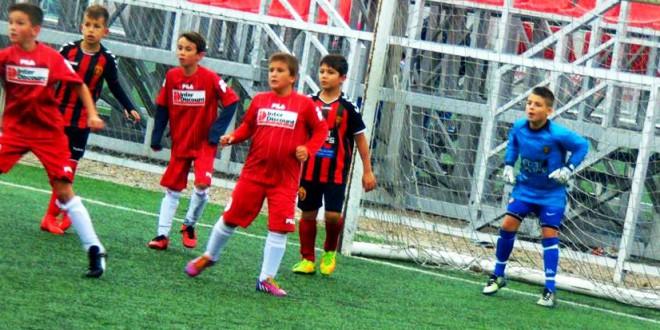(Фотогалерија) ФК Вардар генер.2009 со два настапи во  Детската лига