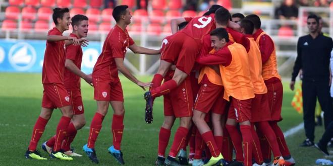 Азер Омерагиќ постигна два гола за репрезентацијата до 17 години, во стартниот состав беа и четворица вардарци