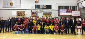 """(ФОТО) Екипата на """"Специјална олимпијада"""" гостин на мечот Вардар- КК Работнички"""