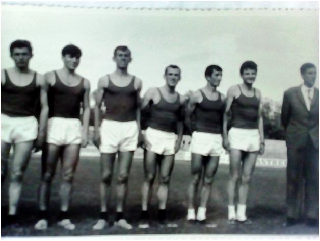 АК Вардар во 1966 година( од лево кон десно): Милош Буцевски, Карер Владимир, Николовски Васил, Апостолски Љупчо, Гавриловски Сотир, Павасовиќ Миле, Николовски Владо (член на управата)