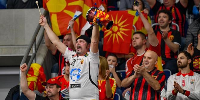 (ФОТО) Вардар не беше сам во Манхајм, македонските знамиња доминираа на овој дуел