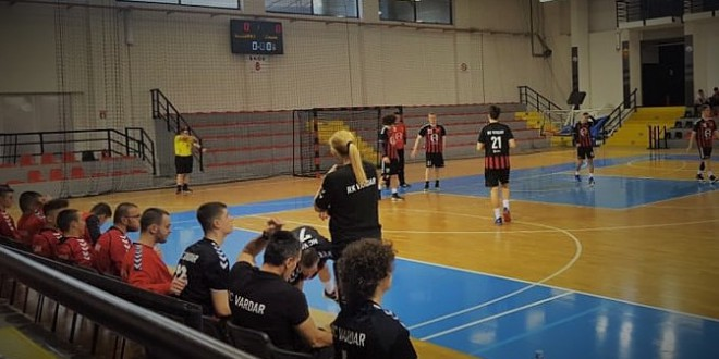 Кадетите на РК Вардар продолжуваат да газат, 9/9 во лигата, гол-шоу на Савревски во мечот со РК Алушовски
