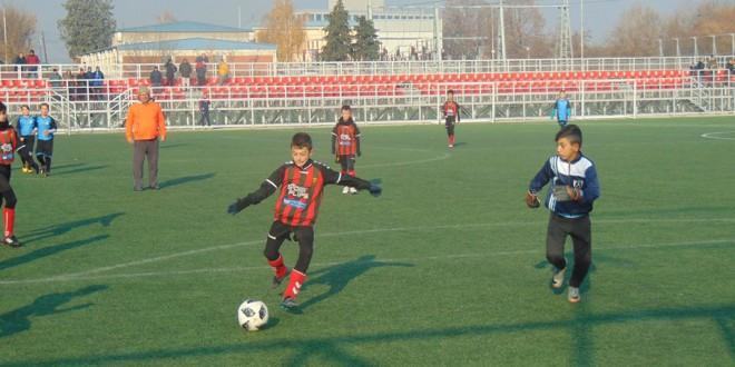Прв пораз сезонава за ФК Вардар (2) генер. 2007, додека Вардар (1) забележа висока победа