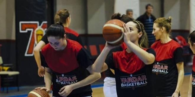 """Вардаровите кошаркарки со """"103-ка"""" во средбата против Гостивар"""