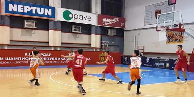 Вардар М14 во дербито го доби КК Работнички, момците на Лазаревски имаат перфектни 14/14 сезонава