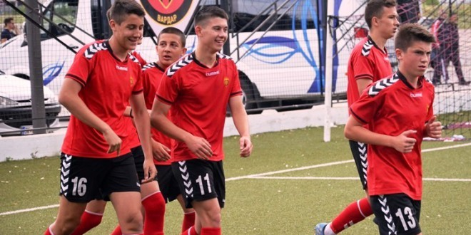 (Фотогалерија) Со триумф во дербито против Шкендија, пом.пионери на ФК Вардар ја финишираа успешната сезона во која станаа шампиони