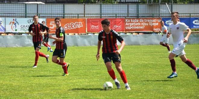Спорт Клуб 2, со директен пренос од мечот на Вардар против Локомотива Загреб
