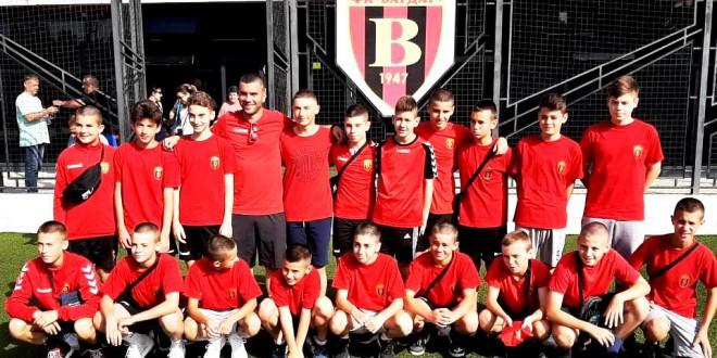 Сите три екипи  на ФК Вардар започнаа со победи од по  пет гола разлика во Несебар