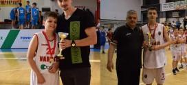 Играчите на КК Вардар, Ивановски и Величковски ги собраа МВП наградите кај М13 и М12