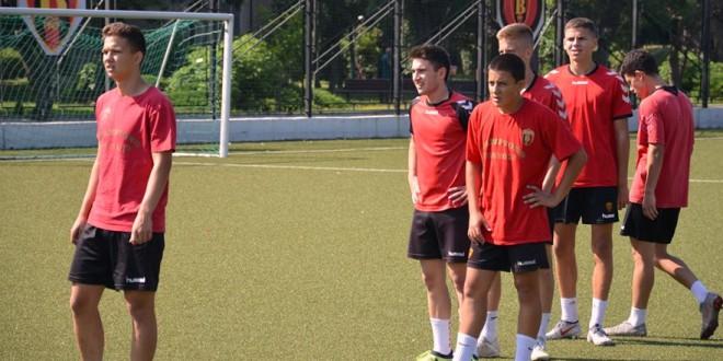 Пионерите на ФК Вардар заминаа на турнир во Бугарија, познати играчите кои ќе ги бранат црвено-црните бои