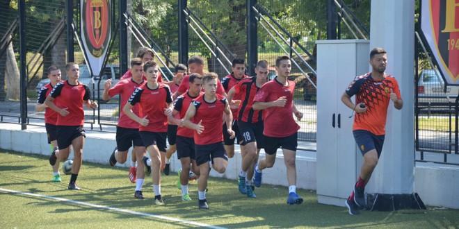 (Фотогалерија) Деспотовски ги построи кадетите и младинците, црвено-црните започнаа со подготовки за новата сезона