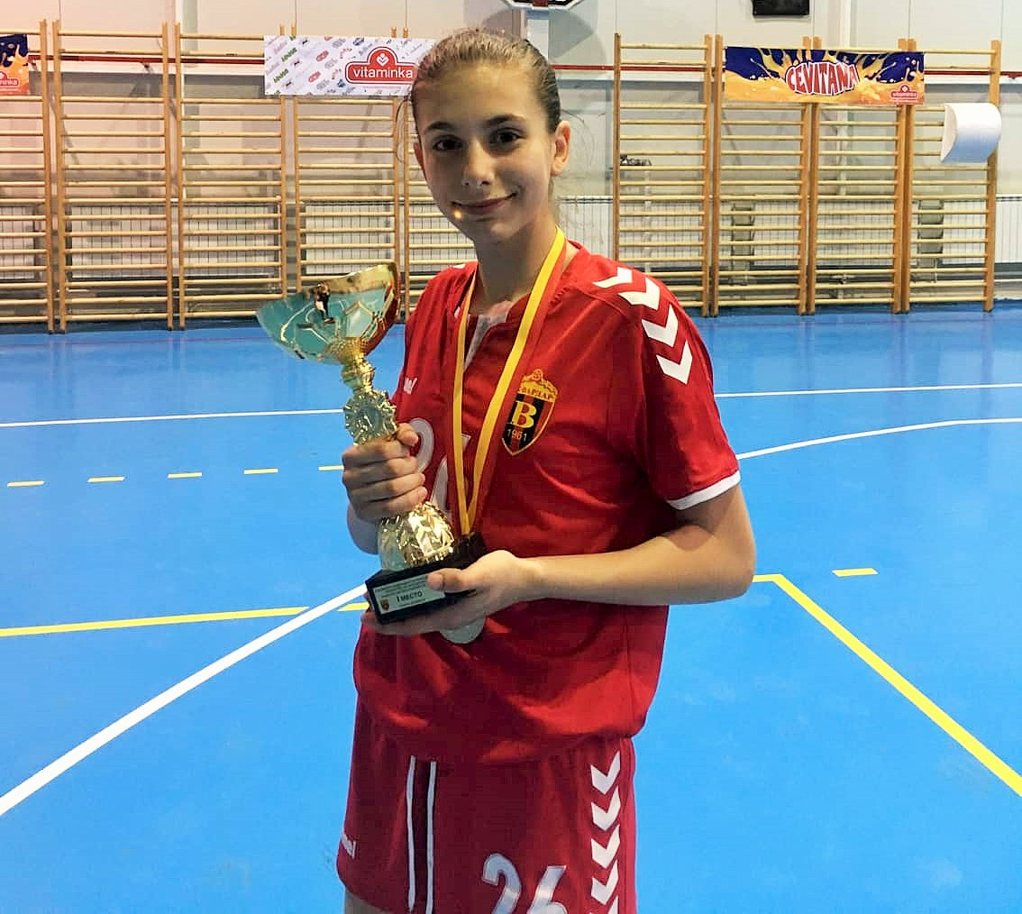 Радевска беше избрана за член на најдобрата постава на кадетскиот Ф-4