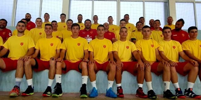 Вардарците, на подготовки со кадетската ракометна репрезентација, за претстојното СП во Скопје