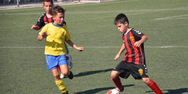 (Фотогалерија) Најмладите вардарци од генер. 2011 одиграа меч со шампионот во детската лига