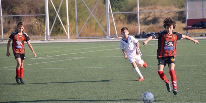 (Фотогалерија) Две убедливи победи за ФК Вардар генер. 2008 во 3.коло од детската лига