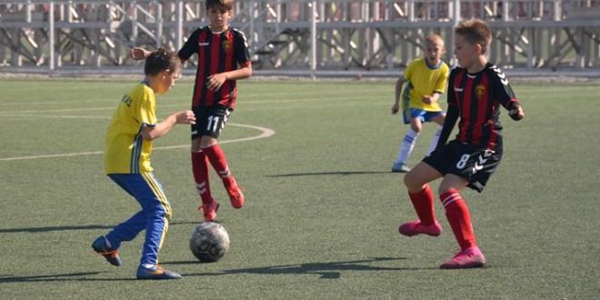 (Фотогалерија) Генер. 2009 на ФК Вардар славеше во дуелите со Еуроспорт и Њу Старс