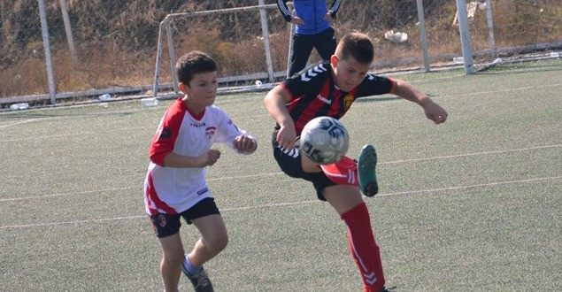 (Фотогалерија) ФК Вардар генер. 2010 победи во дуелите со Кул и Албарса