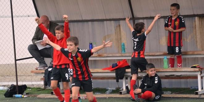 (Фотогалерија) Нови радости за генер. 2010 во детската лига, совладани екипите на Драчево и Карев