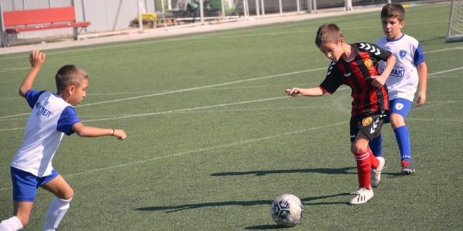 (Фотогалерија) Генерација 2011 одигра мечеви во детската лига против Бутел и Аеродром