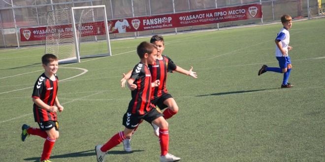ФК Вардар генер.2011 дојде до една победа и реми во Детската лига