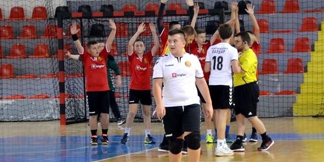 """(Фотогалерија) РК Бисинов во финалето  на турнирот """"Еден живот, една љубов""""  го совлада тимот на  РК Будимир"""
