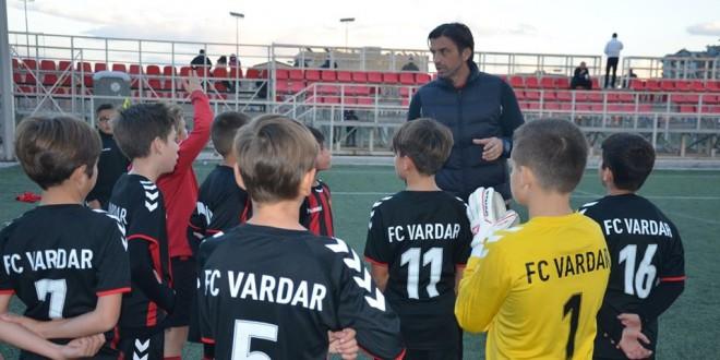 Момците на Вардар ген.2009 со две победи му го честитаа роденденот на нивниот тренер, Кралевски
