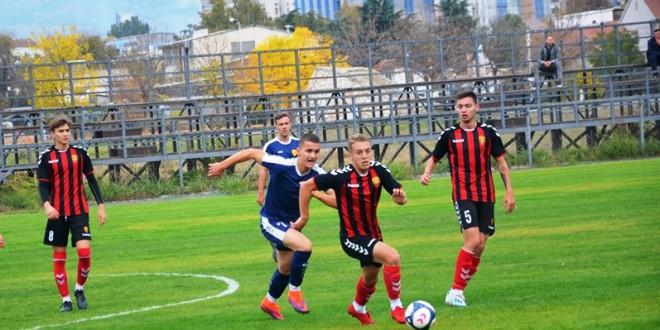 """Петта победа за кадетите на ФК Вардар во лигата, црвено-црните повторно го """"преслушаа"""" тимот на Њу Старс"""