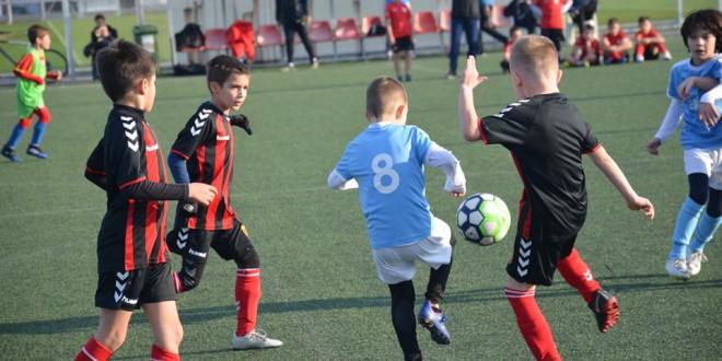 (Фотогалерија) ФК Вардар генер. 2011 го одигра последното есенско коло во детската лига