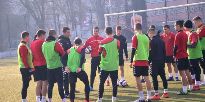 (Фотогалерија) Пионерите на ФК Вардар под водство на Коцевски се подготвуваат за пролетниот дел