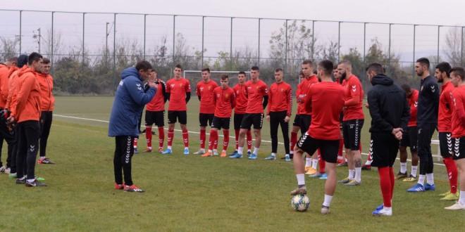 Величковиќ, Петејчук, Трајановски и Крстевски ќе патуваат во Анталија со првиот тим на ФК Вардар