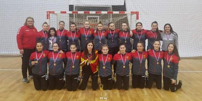 """Пионерките на Вардар се закитија со златниот медал, пионерите го освоија второто место на """"Светосавскиот"""" турнир"""
