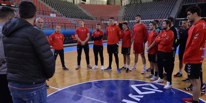 Четворица играчи од Вардар Јуниор тренираат со првиот тим