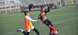 (Фотогалерија) Успешен старт на пролетниот дел во детската лига за вардаровата генер.2008