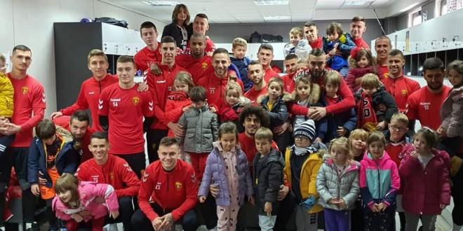 ФОТО: Вардар е повеќе од клуб, дечињата од Green House Градинка гостинчиња во тренинг кампот