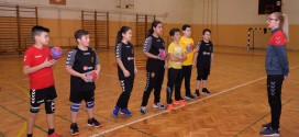 (ФОТО) Тренерот на ЖРК Вардар, Ристова  на тренинг со најмладите вардарци од К.Вода Вардар