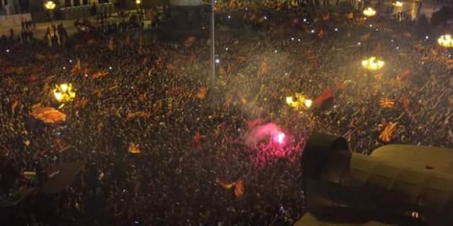 """""""СЕДИ ДОМА КАМПАЊА"""": Вардарци пречекани од 100.000 навивачи (ВИДЕО)"""