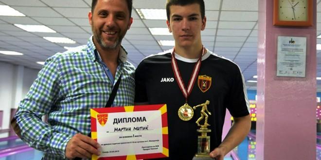 Среќен роденден,  Митиќ Мартин кадетски кугларски шампиону