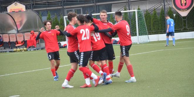 На натпревар со девет голови, пионерите на ФК Вардар беа поразени од тимот на Работнички